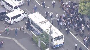 Mardi 28 mai, à Kawasaki, dans la banlieue de Tokyo (Japon), une attaque au couteau a fait deux victimes, dont une écolière de 12 ans. L'agresseur présumé, âgé d'une cinquantaine d'années, se serait suicidé. (FRANCE 3)