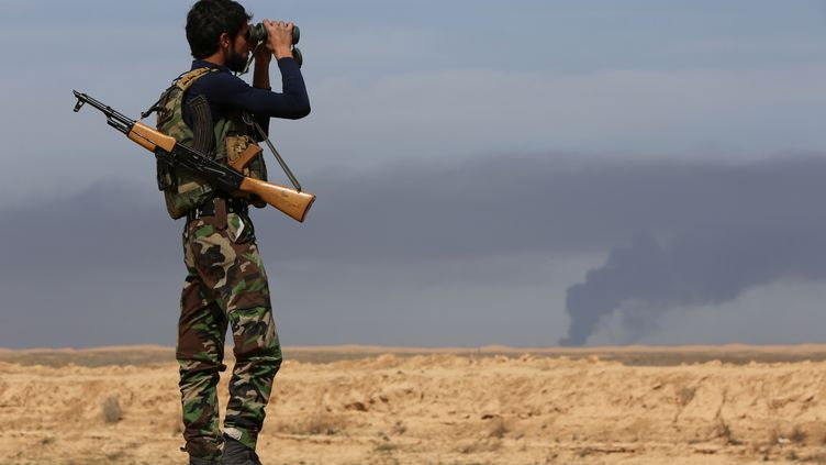 Un milicien chiite, dans la région de Tikrit, en Irak, le 8 mars 2015. (AHMAD AL-RUBAYE / AFP)