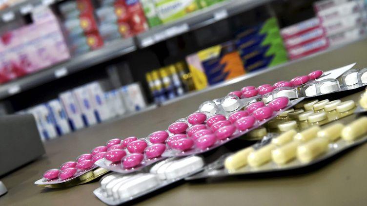 Des médicaments dans une pharmacie à Montpellier, le 30 août 2019 (photo d'illustration). (SYLVIE CAMBON / MAXPPP)