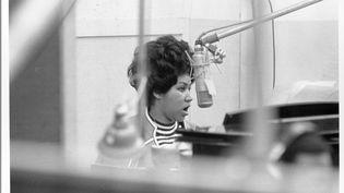 Aretha Franklin dans un studio d'enregistrement d'Atlantic Records à New York, le 9 janvier 1969. (MICHAEL OCHS ARCHIVES / MICHAEL OCHS ARCHIVES / GETTYIMAGES)