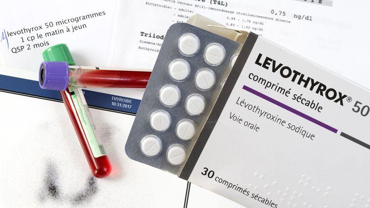 Une boîte de Levothyrox, médicamentprescrit contre l'hypothyroïdie. (CHASSENET / BSIP / AFP)