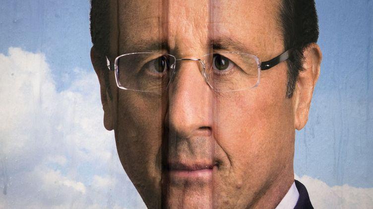Affiche de campagne du candidat socialiste, François Hollande, à Livry-Gargan (Seine-Saint-Denis), le 24 mars 2012. (JOEL SAGET / AFP)