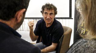 """L'acteur et réalisateur Albert Dupontel à Tel Aviv (Israël) le 14 mars 2018 pour la présentation de son film """"Au revoir là-haut"""" (JACK GUEZ / AFP)"""