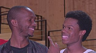"""A droite l'auteur Alpha Kaba à côté du comédienDjamil Mohamed lors de la présentation de la pièce """"Alpha Kaba"""" au domaine d'O de Montptellier (France 3 occitanie)"""