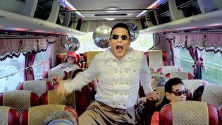 """Capture d'écran de la vidéo """"Gangnam Style"""", le tube de l'artiste sud-coréen Psy. (YOUTUBE / FTVI )"""