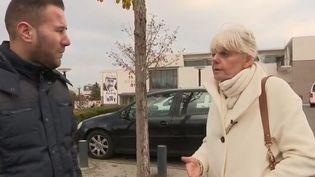 France 2 est allée à la rencontre de Véronique Côté-Millard, maire d'une commune des Yvelines qui souhaite rendre son écharpe face aux difficultés de plus en plus nombreuses. (France 2)
