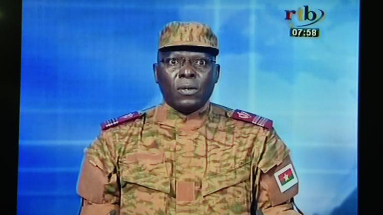 Capture d'écran de l'annonce télévisée du coup d'état au Burkina Faso, le 17 septembre 2015. (ISSOUF SANOGO / AFP)