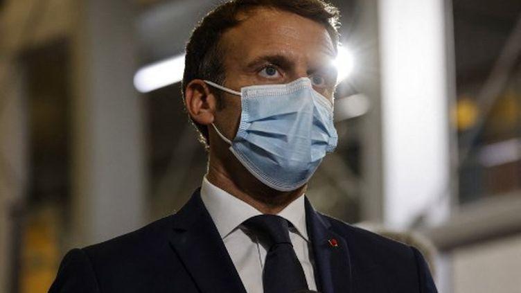 Emmanuel Macron, le 24 juillet 2021, en Polynésie française. (LUDOVIC MARIN / AFP)