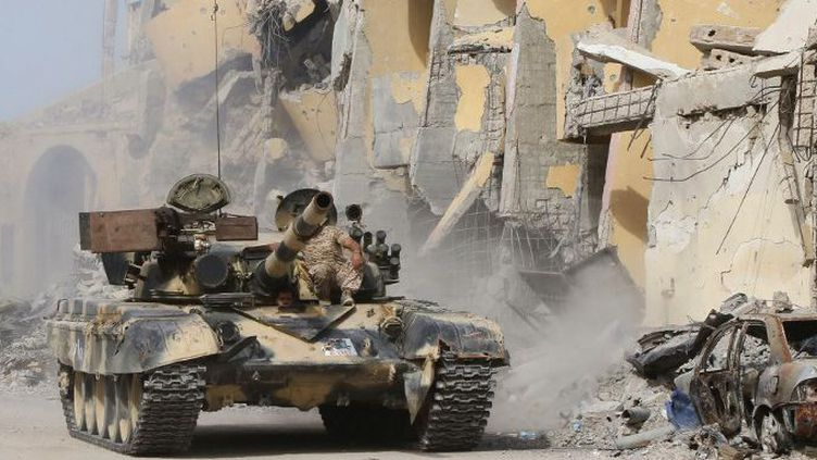 Combats anti-Daech près de Syrte, en Libye,en octobre 2016. (MAHMUD TURKIA / AFP)