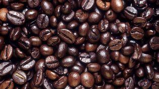 L'enquête porte sur les conditions dans lesquelles 43 tonnes de café contrefait sont arrivées au Havre dans un conteneur de 120 tonnes. (BIANCHETTI/LEEMAGE/AFP)