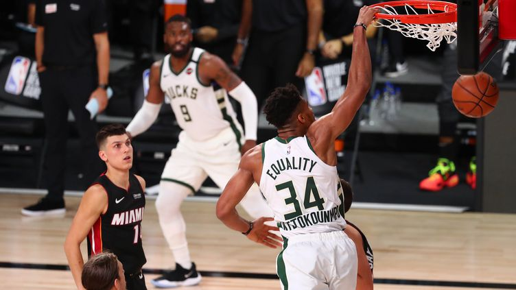 Le duo Giannis Antetokounmpo/Khris Middleton a totalisé 66 points (POOL / GETTY IMAGES NORTH AMERICA)