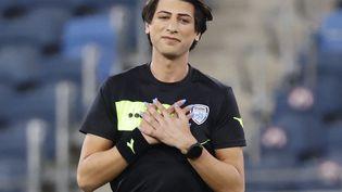 L'arbitre de football israélien Sapir Berman sur le terrain avant le match de Premier League israélienne entre Hapoel Haifa et Beitar Jérusalem au stade Samy Ofer dans la ville côtière de Haïfa au nord de la Méditerranée, le 3 mai 2021. (JACK GUEZ / AFP)