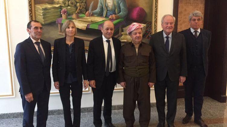 Le ministre français des Affaires étrangères Jean-Yves Le Drian à Erbil, aux côtés du leader kurde irakien Massoud Barzani, le 15 janvier 2019. (FRANCK MATHEVON / FRANCE-INFO)