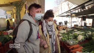 """Depuis le Covid, """"les étudiants, ils viennent presque tous les jours"""" récupérer les invendussur le marché (ENVOYÉ SPÉCIAL  / FRANCE 2)"""