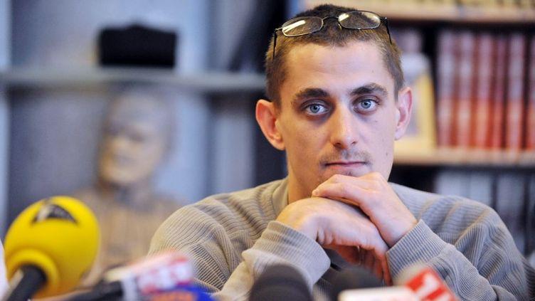 Le père de Fiona, Nicolas Chafoulais, lors d'une conférence de presse au palais de justice de Clermont-Ferrand (Puy-de-Dôme), le 30 septembre 2013. (THIERRY ZOCCOLAN / AFP)
