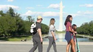 Les personnes vaccinées peuvent cesser de porter lemasqueaux États-Unis. Joe Biden, le président américain, a annoncé aux Américains, jeudi 13 mai, un assouplissement progressif du protocole sanitaire. (FRANCE 3)