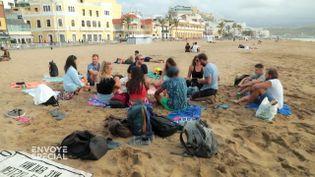 """""""Envoyé spécial"""" a rencontré de jeunes Français qui télétravaillent les pieds dans l'eau aux Canaries (ENVOYÉ SPÉCIAL  / FRANCE 2)"""