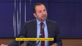 Le porte-parole du Rassemblement national Sébastien Chenu le 18 novembre sur franceinfo. (FRANCEINFO / RADIOFRANCE)