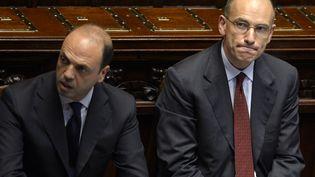 Le vice-Premier ministre italien Angelino Alfano, membre du PDL (à gauche) et le Premier ministre Enrico Letta (à droite), le 29 avril 2013 à l'Assemblée nationale. Le premier a quitté le gouvernement, samedi 28 septembre 2013. (ANDREAS SOLARO / AFP)