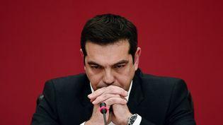 Aléxis Tsípras, chef de file du parti de gauche anti-austérité Syriza, le 23 janvier 2015 à Athènes (Grèce). (LOUISA GOULIAMAKI / AFP)