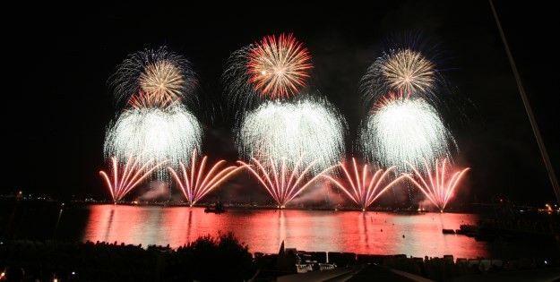 Le feu d'artifice anglais tiré le 29 juillet.  (Festival d'art pyrotechnique )