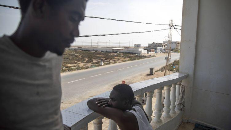Migrans d'origine soudanaise à Zarzis, au sud de la Tunisie, le 23 septembre 2019. (MOSA'AB ELSHAMY/AP/SIPA / SIPA)