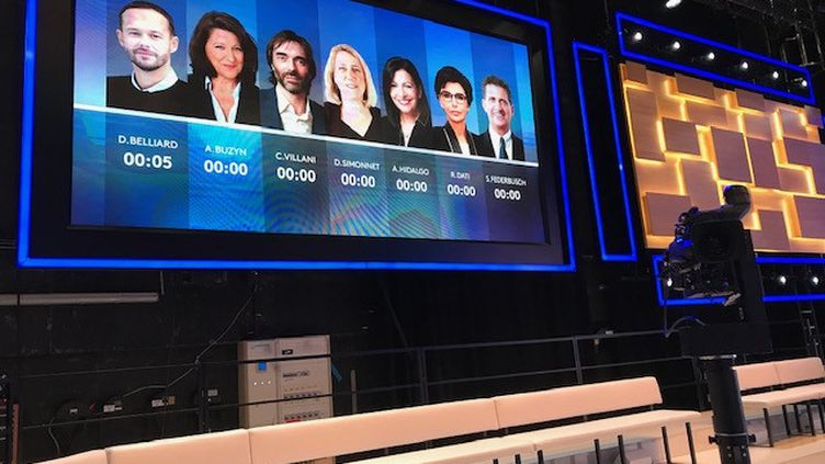 Le plateau du débat qui opposera le 10 mars 2020 les principaux candidats à la mairie de Paris. (FABRICE GOLL / FRANCE 3 PARIS ILE DE FRANCE)