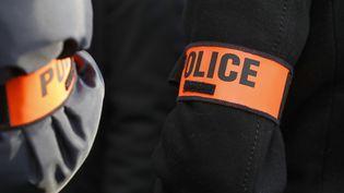 Des officiers de police, le 3 novembre 2016, à Paris. (Photo d'illustration) (PATRICK KOVARIK / AFP)