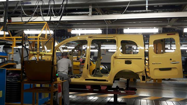 Près de 100 voitures sont fabriquées par salarié et par an dans cette usine de Maubeuge. (ISABELLE RAYMOND / RADIO FRANCE)