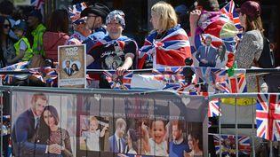 Les premiers fans de la famille royale réunis à Windsor, jeudi 17 mai. (MAXPPP)