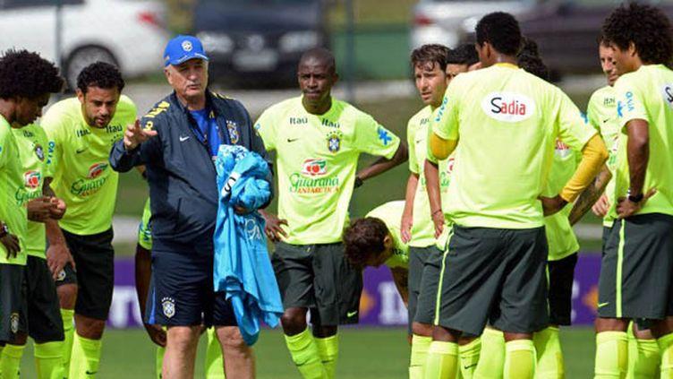 Luis Felipe Scolari a procédé à un match entre titulaires et remplaçants jeudi. (VANDERLEI ALMEIDA / AFP)