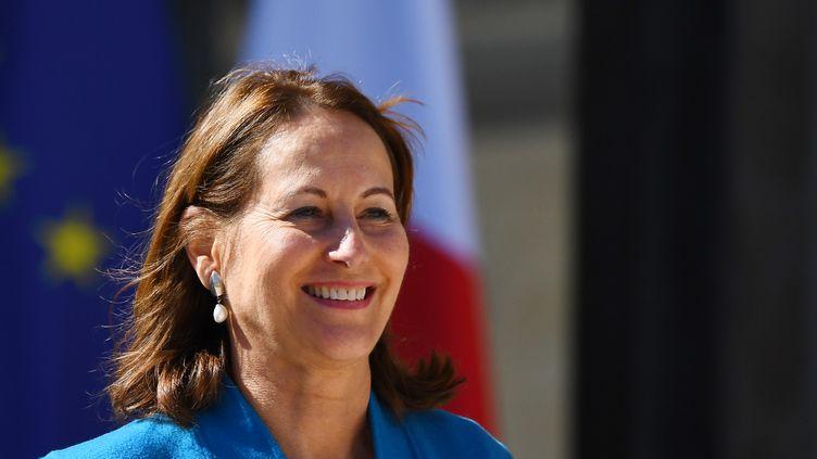 Ségolène Royal, alors ministre de l'Ecologie, du Développement durable et de l'Energie, à l'Elysée, le 12 avril 2017. (GABRIEL BOUYS / AFP)