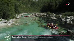 France 2 vous emmène dans les Alpes slovènes, où l'eau est si pure qu'on peut la boire... à condition d'aimer les sensations de fraîcheur. (France 2)