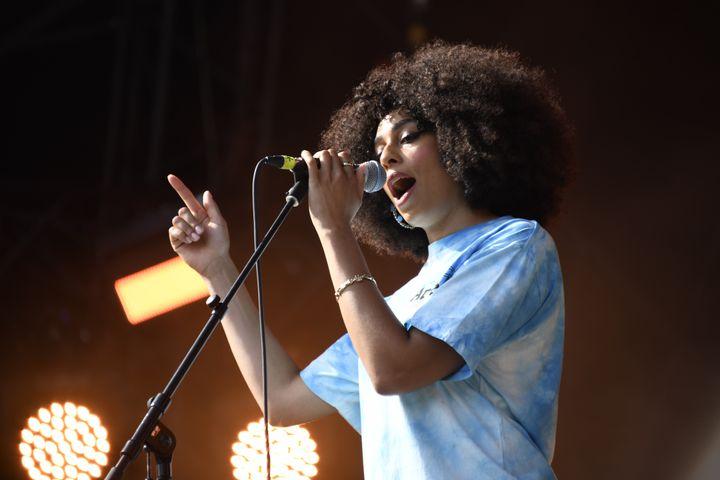 La chanteuse de soul jazz Celeste, samedi 24 août 2019 sur la scène Cascade de Rock en Seine. (NATHALIE GUYON / FTV)