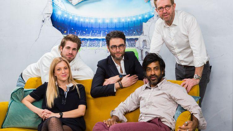 """L'équipe de """"Yahoo foot"""" (à droite, Alexandre Delpérier). (Florent Catteau/2M Productions)"""