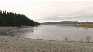 Les températuresàLa Réunionsont au-dessus des moyennes de saison. Avec les fortes pluies des derniers jours, beaucoup sont tentés de se baigner dans les rivières, mais ce n'est pas sans risque. (France 3)