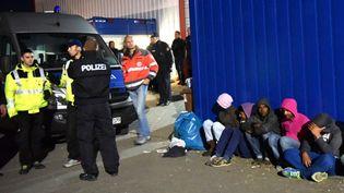 Une bagarre a éclaté le 27 septembre 2015 dans un camp deKassel (Allemagne). (UWE ZUCCHI / DPA / AFP)