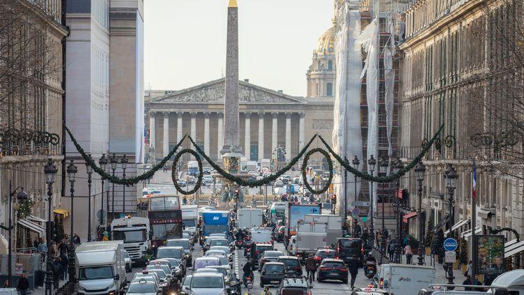 Le temps passé dans les embouteillages à Paris augmente encore et toujours (photo d'illustration, le 17 décembre 2019). (FRED DUGIT / MAXPPP)