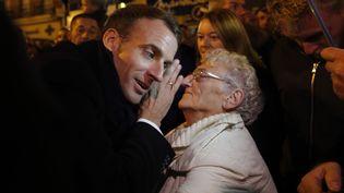 Emmanuel Macron lors de son déplacement à Peronne, le 9 novembre. (PHILIPPE WOJAZER / POOL / AFP)