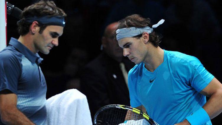 Roger Federer croise Rafael Nadal