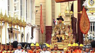 Le roi deThaïlande après son couronnement. (THAI TV POOL / THAI TV POOL)