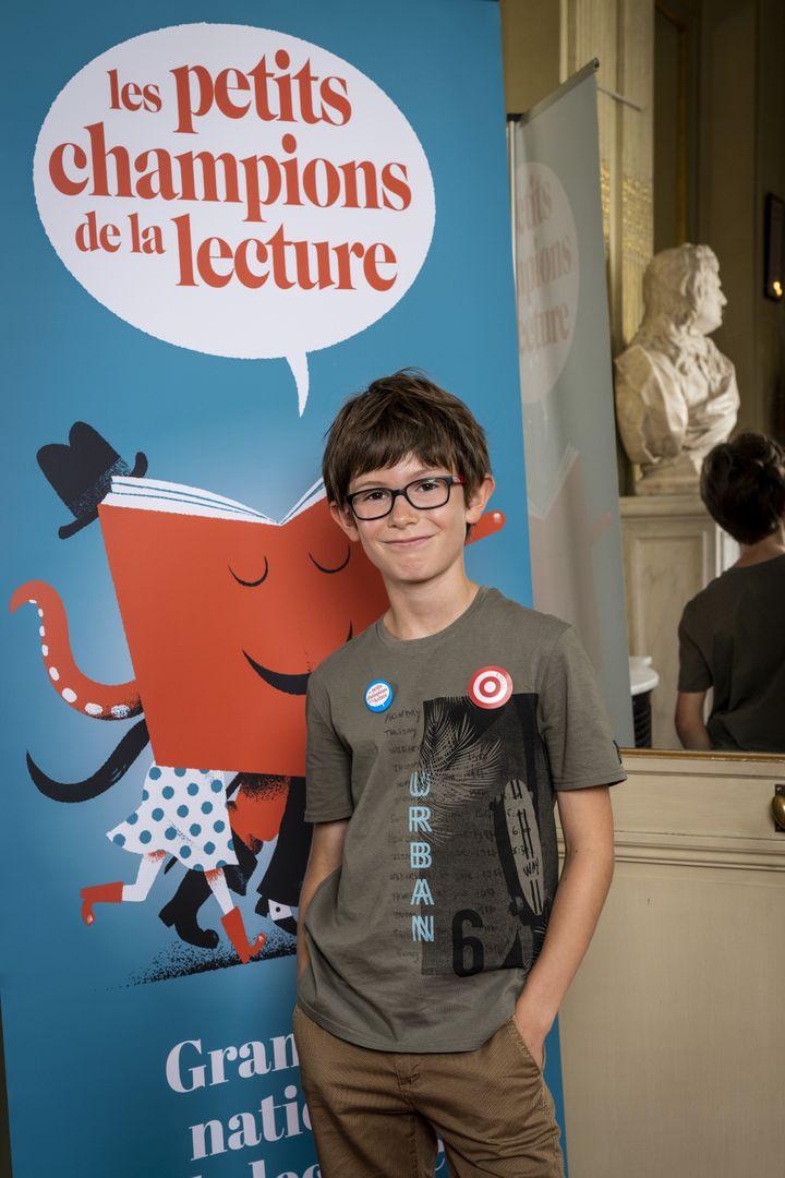 Raphaël, le grand gagnant des Petits Champions de la Lecture, quelques heures avant de rentrer sur scène, à la Comédie Française. (Frédéric Berthet)