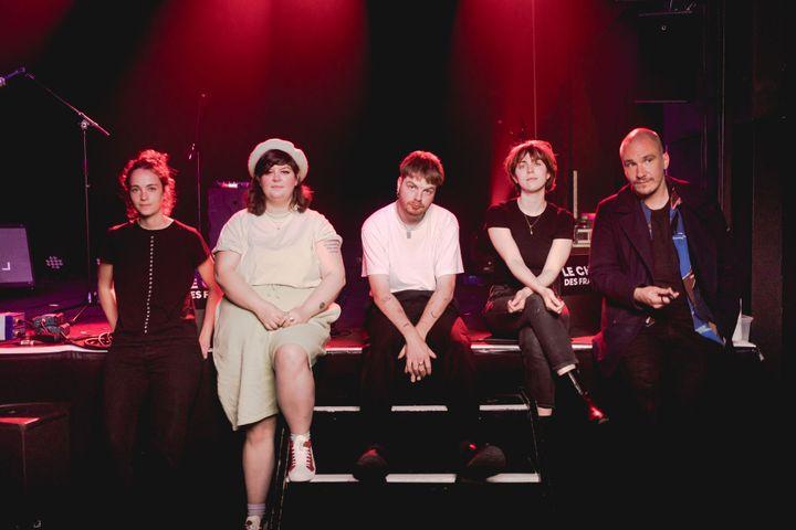 Les cinq artistes de cette session du Chantier des Francos, réunis pour la photo. (Bydimworks)