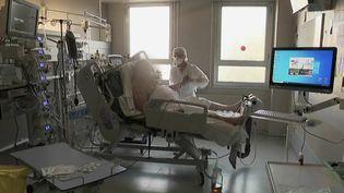 Covid-19 : des symptômes persistants pour 60% des patients hospitalisés (FRANCE 2)