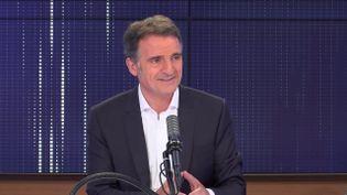 """Éric Piolle,maire EELV de Grenoble était l'invité du """"8h30franceinfo"""", vendredi 18 juin 2021. (FRANCEINFO / RADIOFRANCE)"""