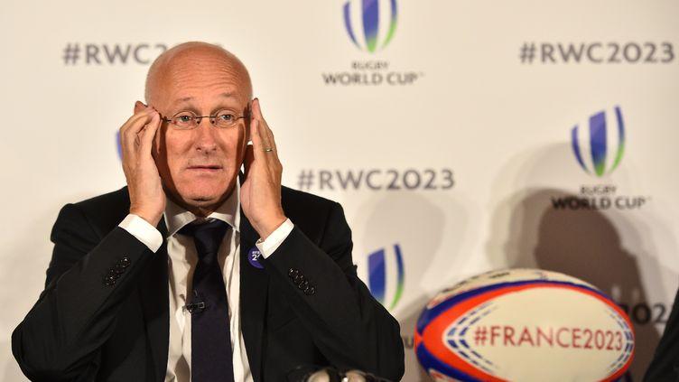 Bernard Laporteà Londres, le 25 septembre 2017, pour présenter la candidature française à l'organisation de la Coupedu monde de rugby en 2023. (GLYN KIRK / AFP)