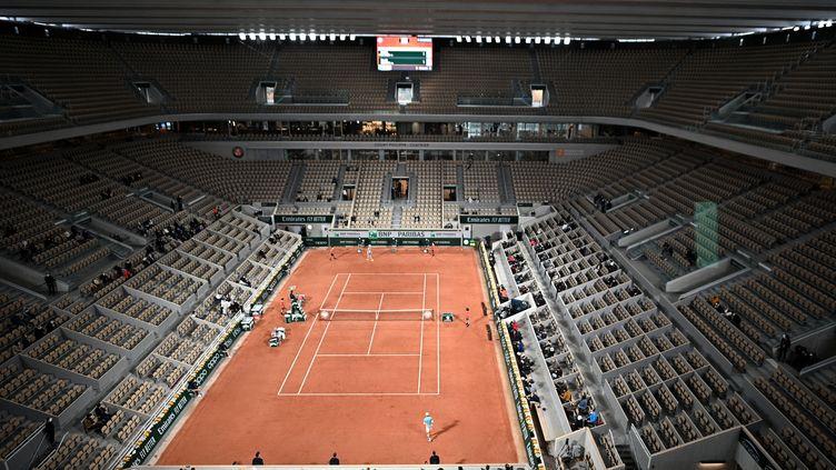 Le toit du court Philippe Chatrier (ANNE-CHRISTINE POUJOULAT / AFP)