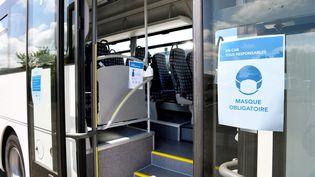 Un bus scolaire prêt pour la rentrée de septembre 2020. Photo d'illustration. (R?MI DUGNE / MAXPPP)