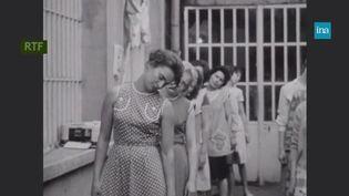 Des salariées pratiquant la gymnastique de pause dans les années 1960 (Ina/France Info)
