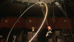 Ils viennent du monde entier et s'entraînent au centre national des arts du cirque, dans l'une des plus prestigieuses écoles au monde, situé à Châlons-en-Champagne (Marne). (France 3)